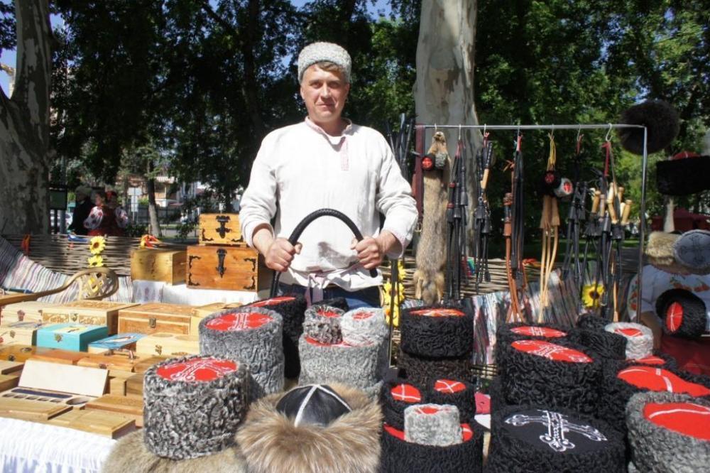 Губернатор Кубани оценил работы мастеров народных промыслов из Анапы