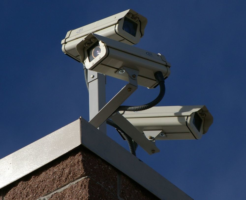 За анапчанами и гостями курорта наблюдают 226 видеокамер