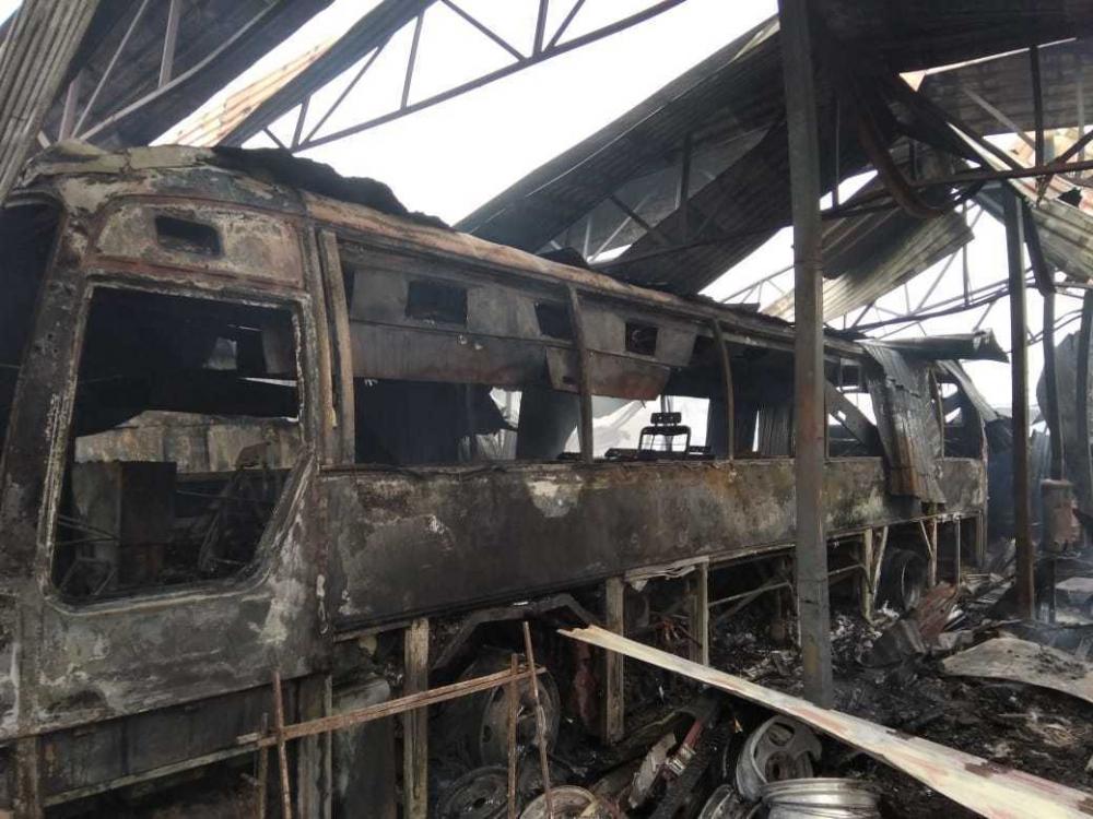 В станице Анапской крупный пожар: загорелась СТО, сгорел пассажирский автобус