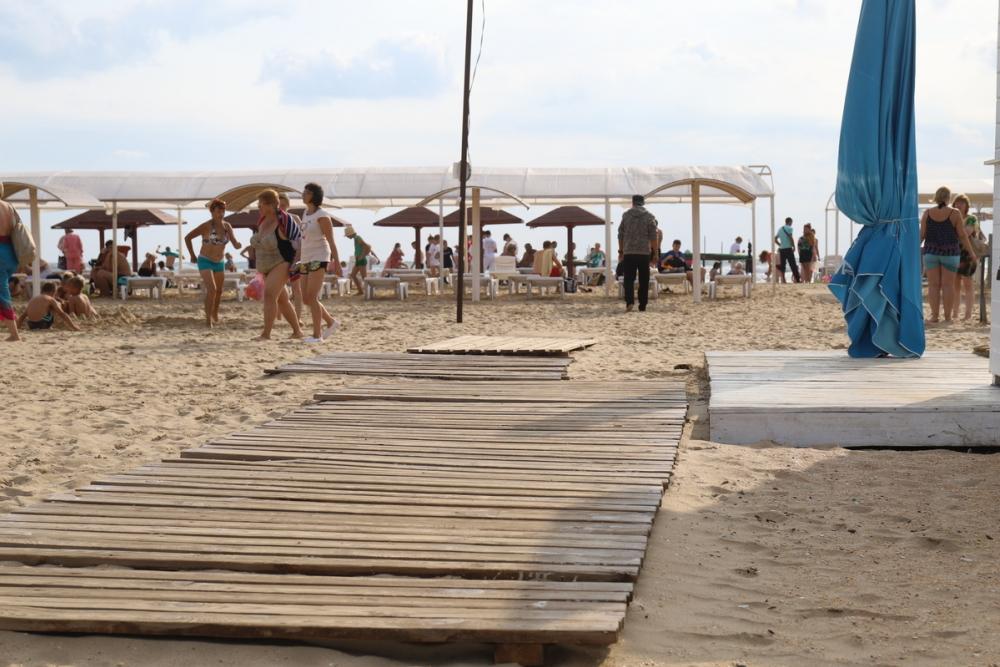 Почему мамочки на колясках с детьми не могут гулять в Анапе по песчаному  пляжу?