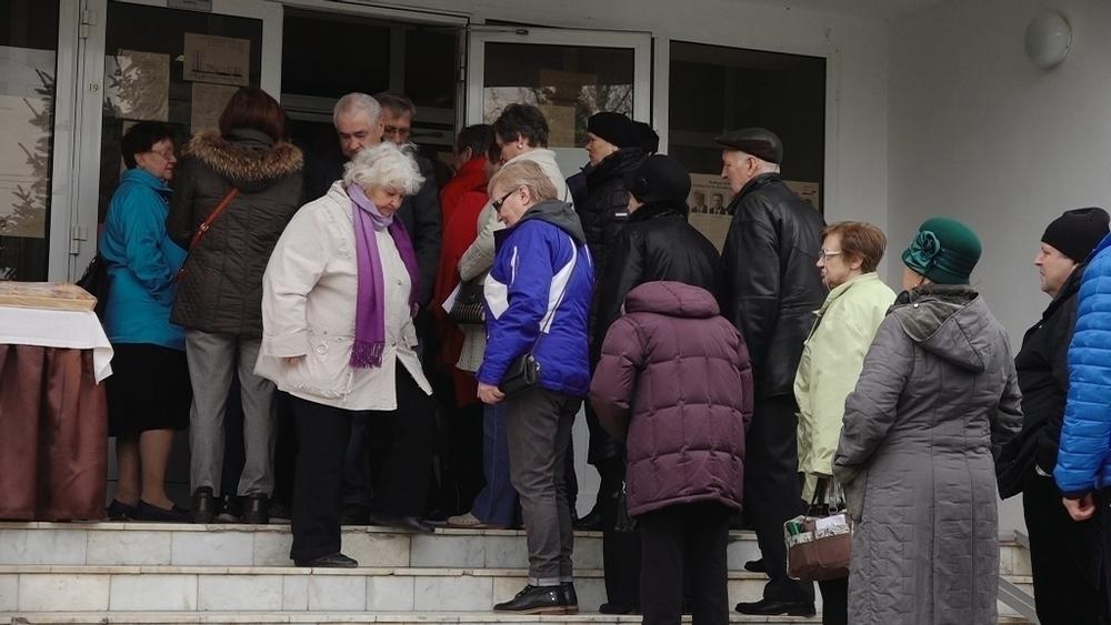 В Анапе на Пионерском проспекте образовалась длинная очередь из желающих проголосовать