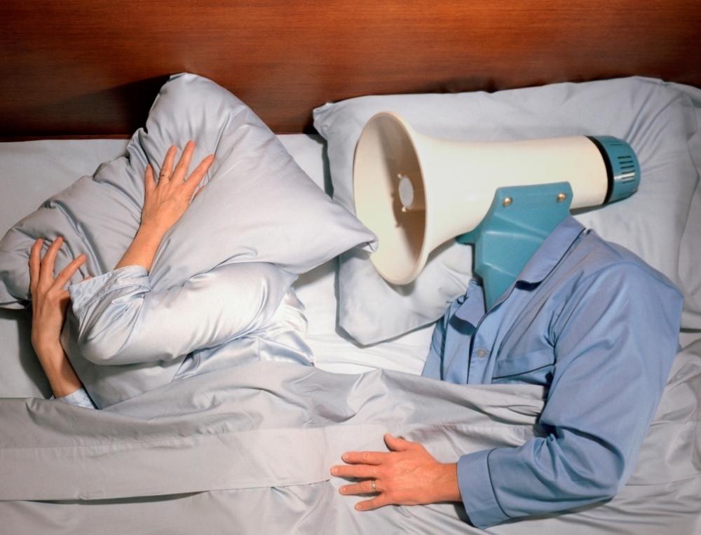 Анапчанка, живущая одна, проснулась в своей квартире от жуткого мужского храпа