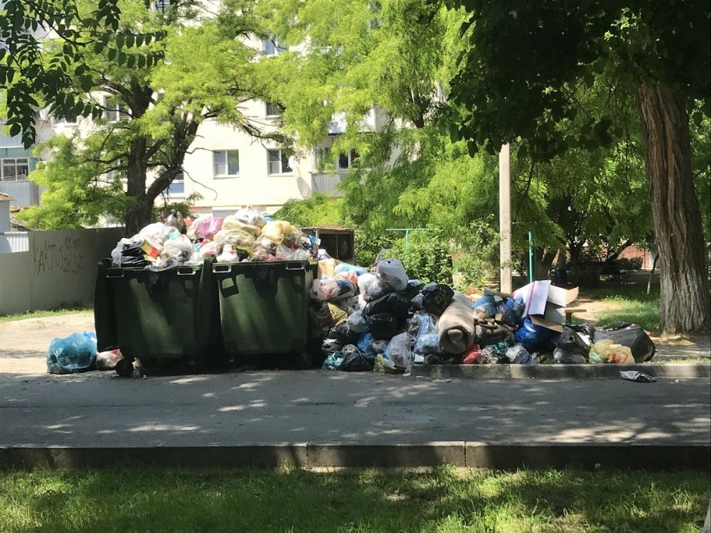 Анапчан попросили выносить мусор ночью