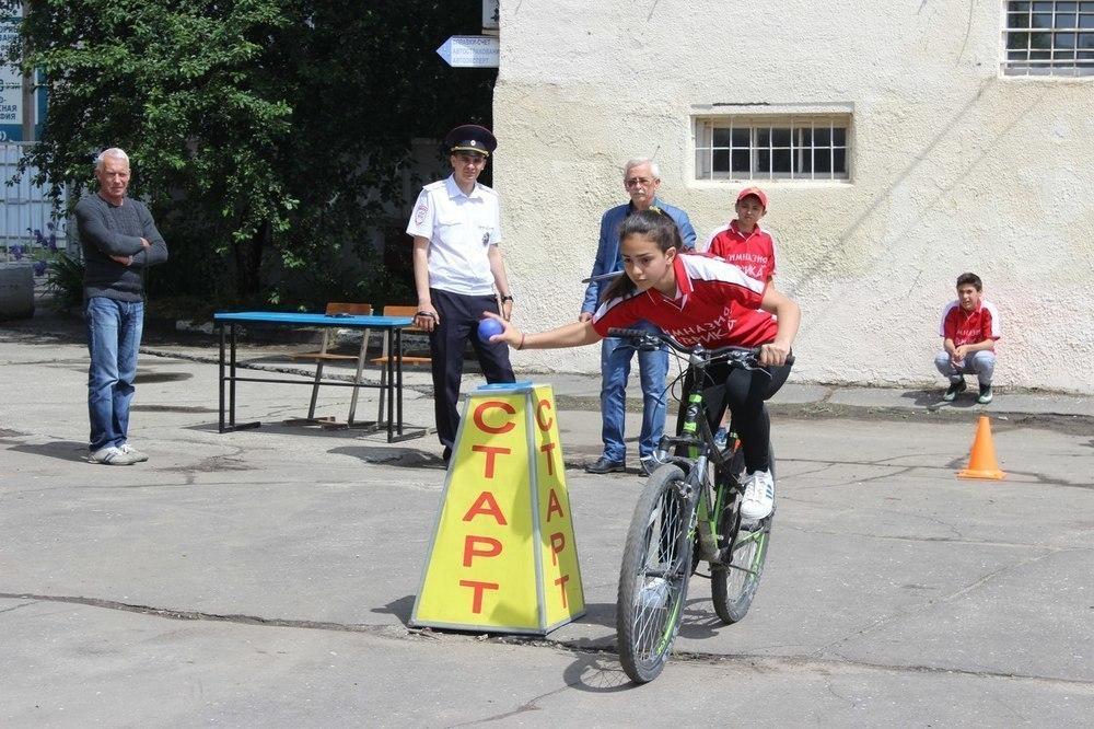 В Анапе юные инспекторы движения учат правила на практике