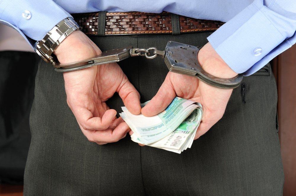 В Анапе мужчина попытался дать полицейскому взятку, но попал на скамью подсудимых