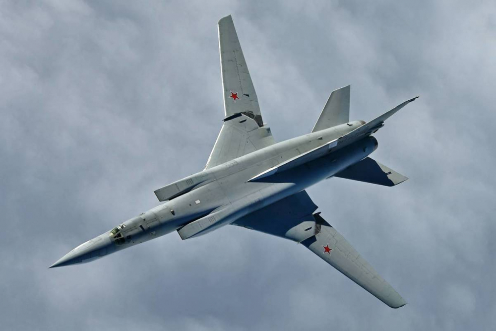 В небе недалеко от Анапы пролетали самолёты-бомбардировщики