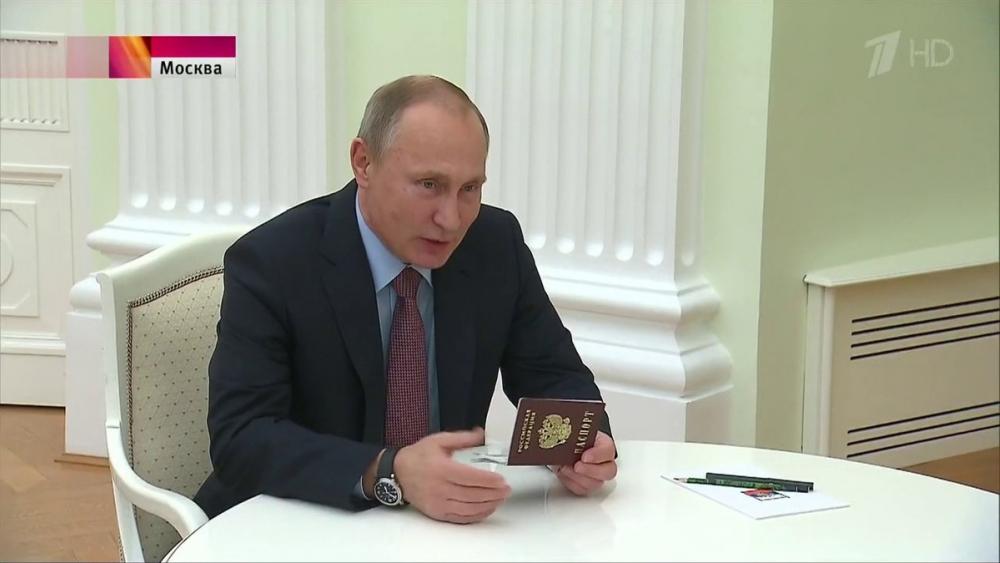 Семикласнице из Анапы паспорт вручил Владимир Путин
