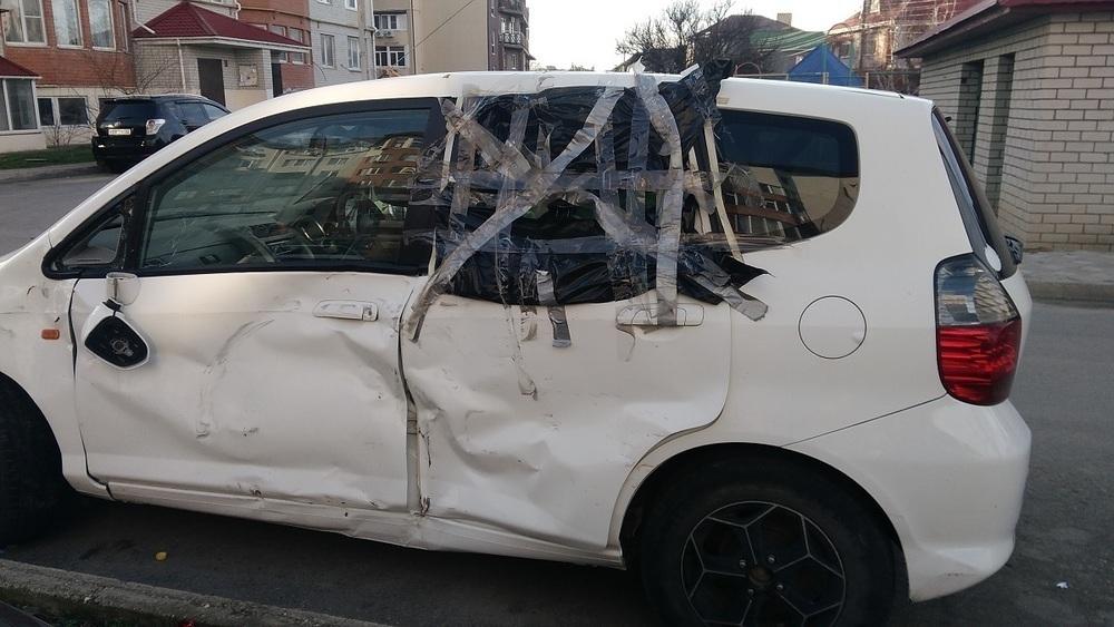 Кладбище автомобилей: на улицах Анапы разбитые машины стоят годами