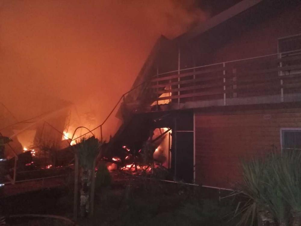 Ночью в Сукко под Анапой горел гостевой дом, 30 человек эвакуировали