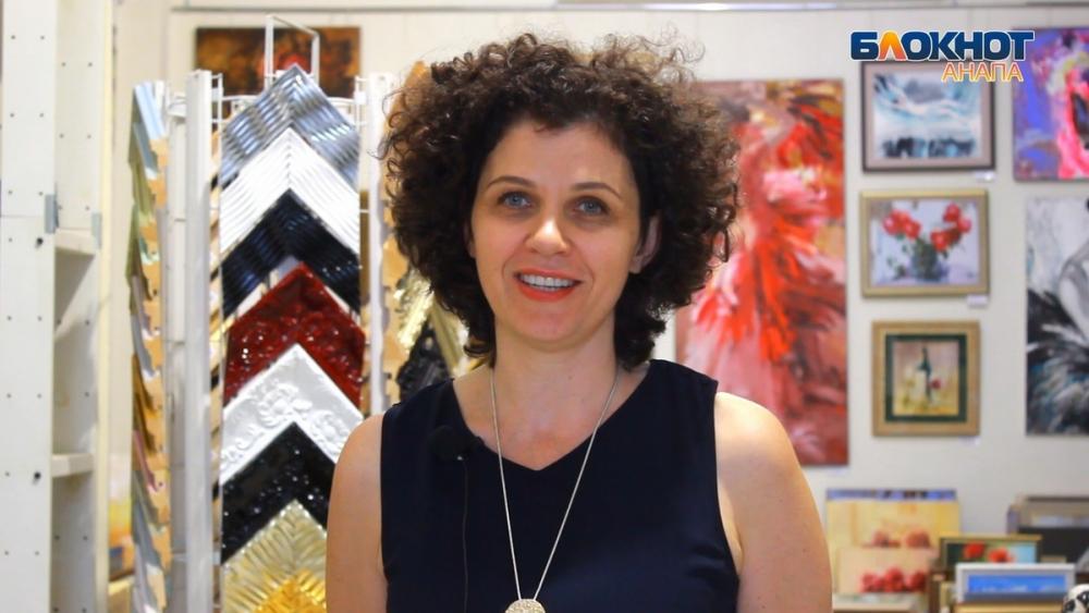 В анапской художественной галерее «Белый Квадрат» оформляют не только картины