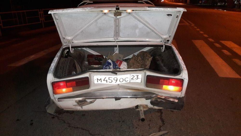 В Анапе Mercedes без номеров врезался в ВАЗ и скрылся с места преступления