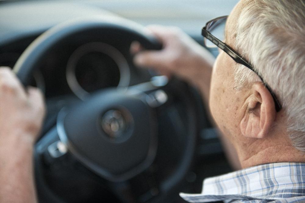 «У водителей старше 60 нужно отбирать права»: ДТП на зебре в Анапе закончилось скандалом