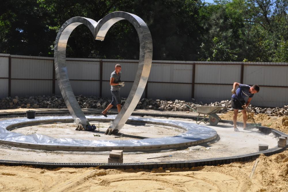 В Анапе у нового фонтана появилось своё сердце