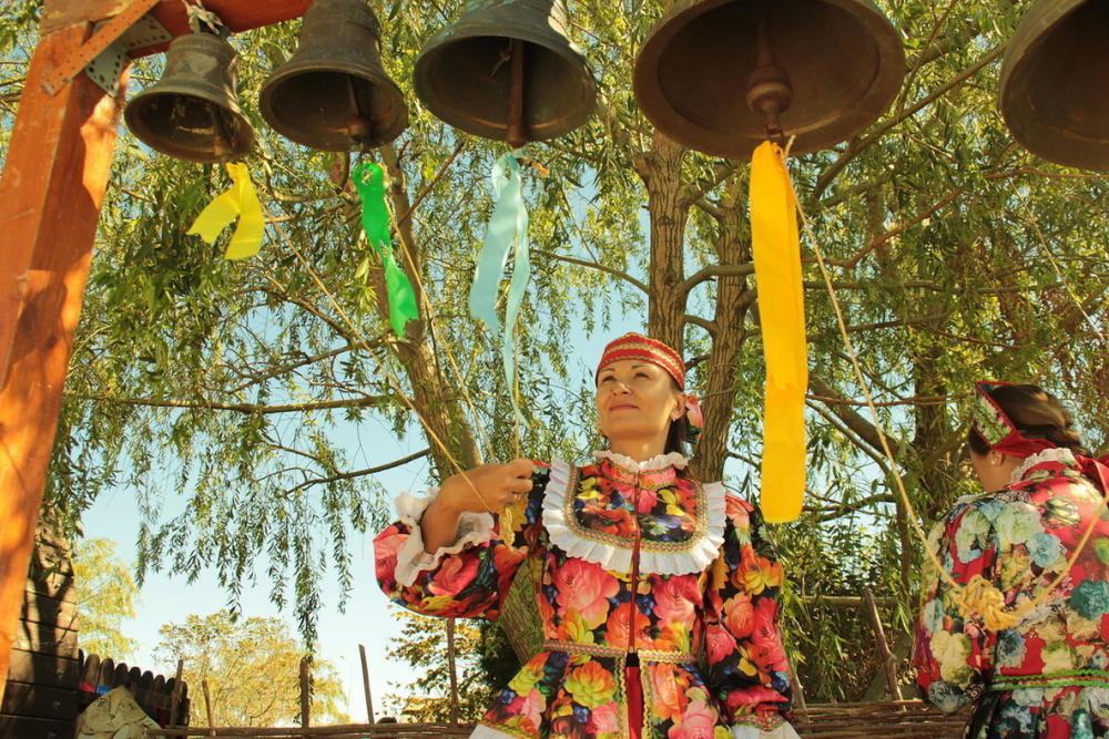 Анапские мастера и артисты устроили казачьи забавы на фестивале в Атамани