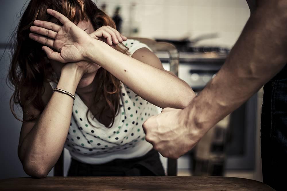 В Анапе жена простила мужа, который избил её табуретом, но не само мебельное изделие