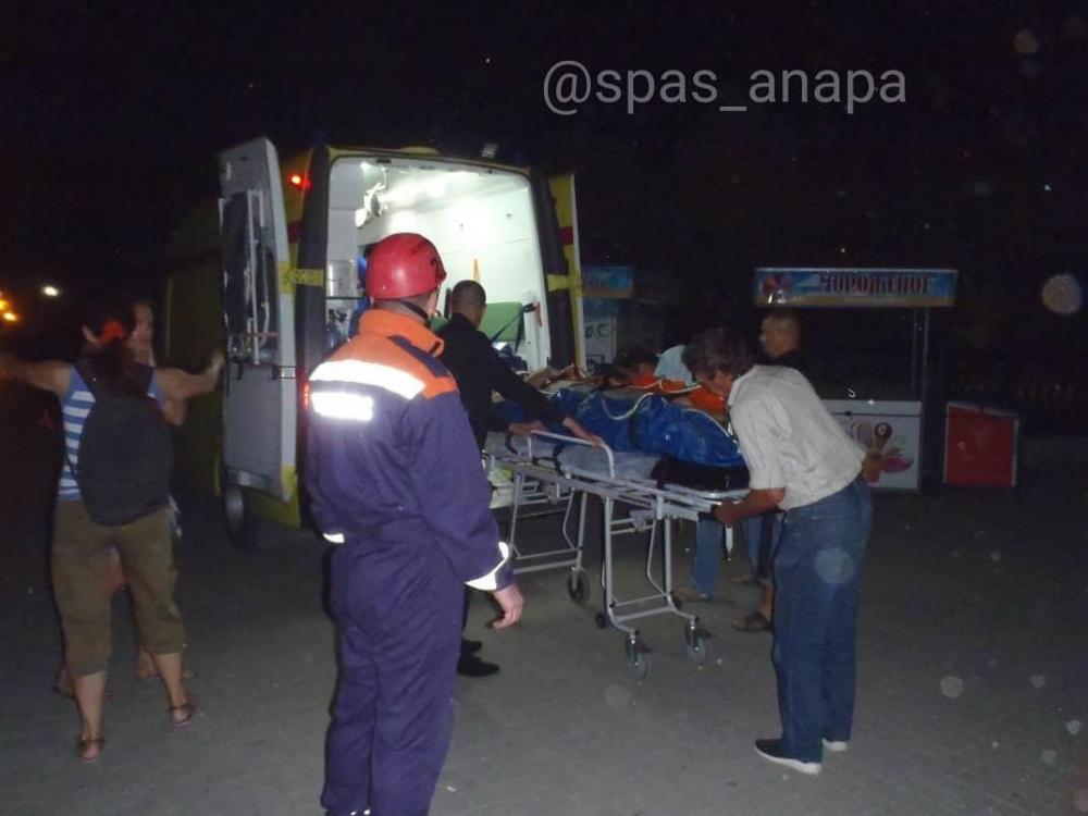 В Анапе молодой парень упал с обрыва