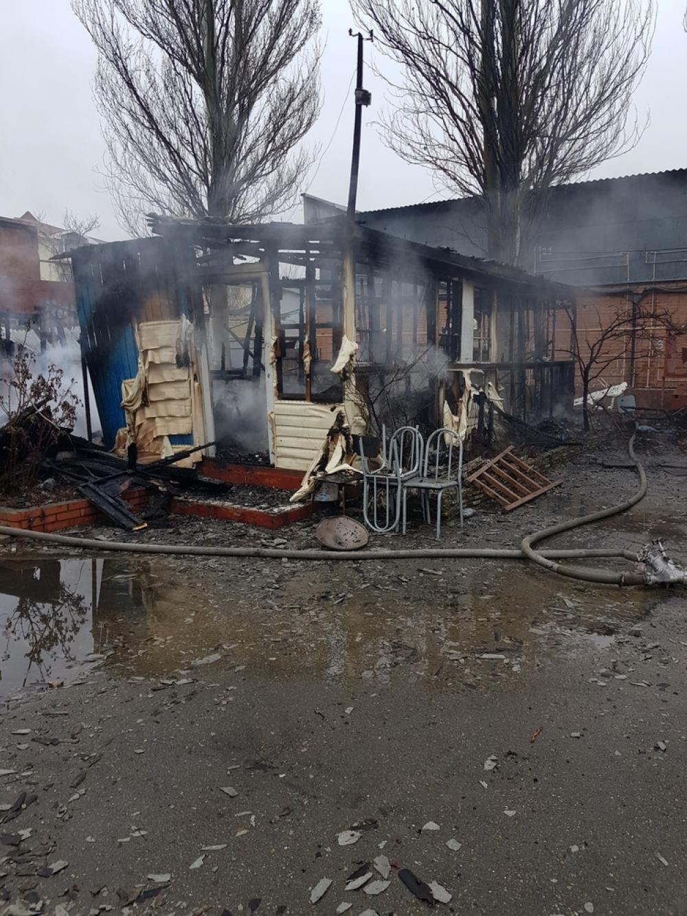 В Гостагаевской под Анапой сгорел приют для бомжей
