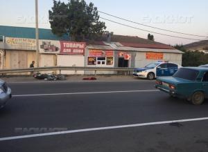 Мотоциклист, попавший в аварию в Анапе, умер по пути в больницу