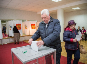 Выборы 2018: глава Анапы Юрий Поляков проголосовал в Городском театре