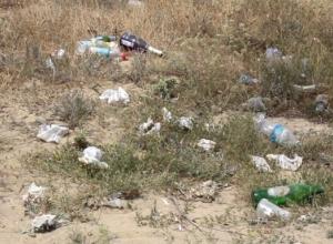 Куда бы ни шагнула нога на Лысой горе в Анапе, повсюду горы мусора