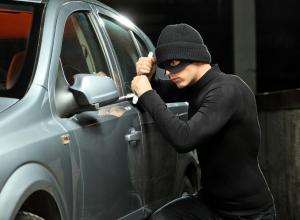 В Анапе ищут свидетелей кражи из машины: злоумышленники взяли сабвуфер и домкрат