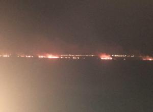 Сегодня рано утром тушение пожара в плавнях у реки Анапки возобновлено
