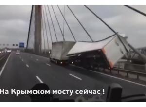 «На Крымском мосту завалились две фуры» - в редакцию «Блокнота Анапы» прислали видео