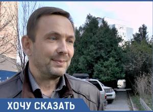Анапчанин Андрей Ворсов за свой счёт отремонтировал пешеходную дорожку