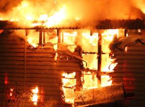 В Анапе на улице Крылова сгорела сторожевая будка