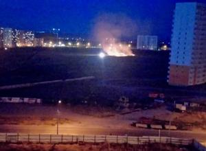 В Анапе в 3-м микрорайоне пожарные сейчас тушат пожар