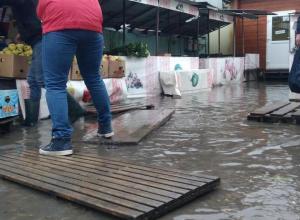 Ливневки в Анапе бесполезны: проливные дожди в очередной раз подтопили улицы курорта