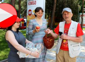 Сотрудники редакции ИД «Всё для Вас - Анапа» на улицах курорта меняли сладости на сигареты
