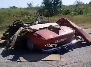Легковой автомобиль превратился в груду металла: в ДТП под Анапой погиб человек