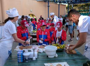 Шеф-повар сборной России по футболу провел в Анапе мастер-класс «Питайся как профи»