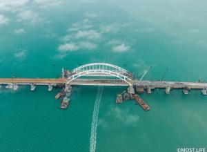 Движение по Крымскому мосту откроют в мае, но не для всех