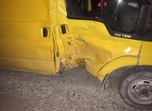 В Анапе байкер врезался в микроавтобус: двое пострадавших находятся в травматологии