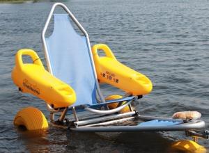 К летнему сезону на пляжах Анапы появятся специальные коляски для купания инвалидов