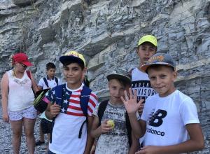 Юные спортсмены прошли 20 километров от Анапы до Утриша и показали невероятную силу