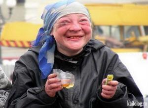 В Анапе из кафетерия на улице Ивана Голубца бомжи украли 20 стаканов