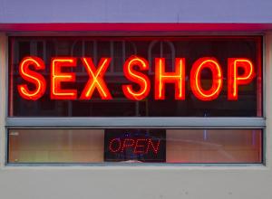 В анапском секс-шопе клиент пытался убить продавщицу ножом