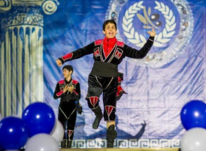 В Витязево под Анапой День независимости Греции отметили флеш-мобом