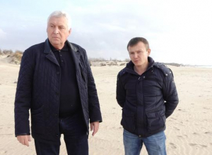 «Убрать весь этот хлам»: мэр Анапы призвал навести порядок на пляжах