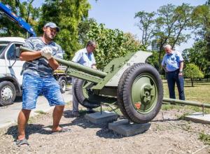 Вместо торговых ларьков в Анапе установили пушки времён Великой Отечественной войны