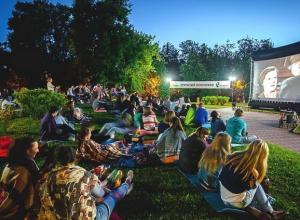 У трех Домов культуры Анапы фестиваль уличного кино без присмотра