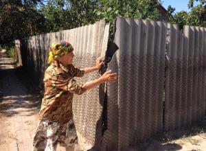 «Я же не каратистка, чтобы бить её»: пенсионерка из Уташа под Анапой о скандале с соседкой