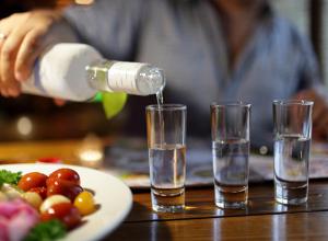 Самыми качественными российскими товарами признали водку и сушки