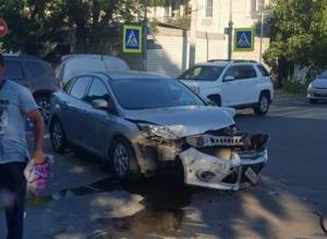 На перекрёстке в Анапе семья с маленьким ребёнком попала в ДТП