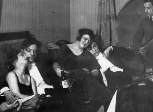 В 30-е годы власти Анапы строго следили за «облико морале» как анапчан, так и отдыхающих
