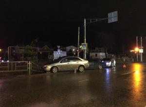 В Анапе возле гипермаркета заниженный «ВАЗ» не поделил дорогу с иномаркой