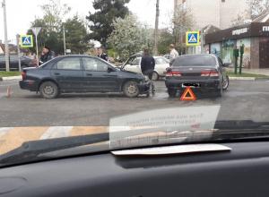 Не смогли разъехаться: в Анапе два «японца» не поделили перекрёсток
